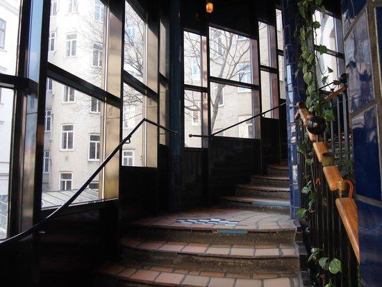 Kunsthaus Wien : Escalera de acceso a las salas