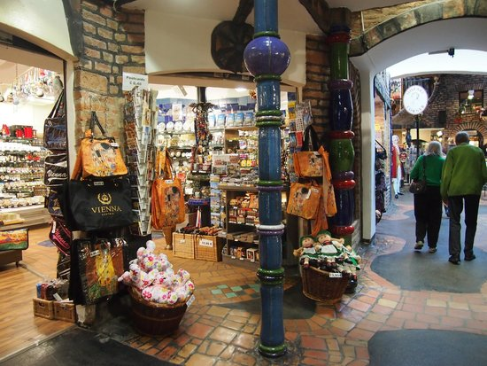 Museo KunstHausWien: Comercios en Hundertwasser Village