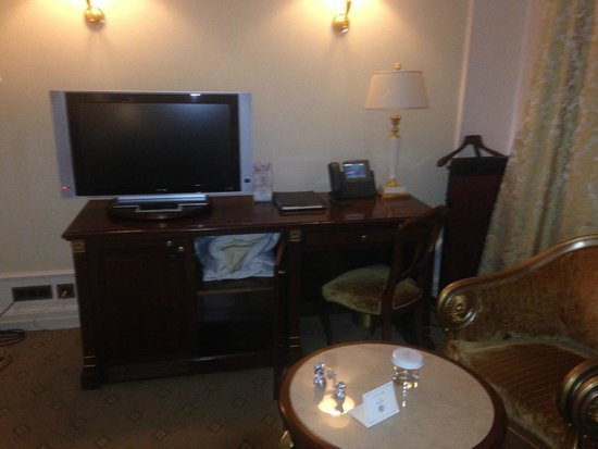 Hotel Savoy Moscow: tv