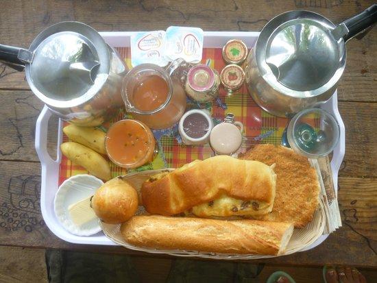 West Indies Cottage: petit déjeuner local