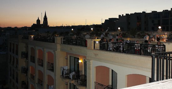 Grand Hotel Gozo : Rooftop dinner at the hotel