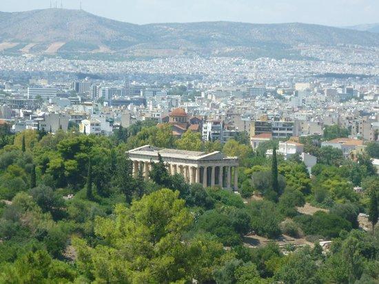 Temple of Hephaestus: El templo de Hefestio visto desde la Acropolis