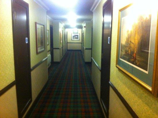 Macdonald Houstoun House: Bedrooms corridor