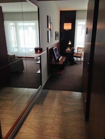 Grand Hyatt Berlin: the room from entrance door