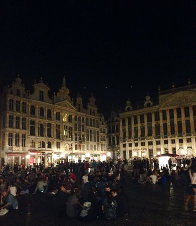 Grand Place: 22:30 and still busy. Great atmosphere!