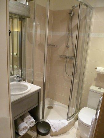 Hotel Champerret Heliopolis : Bagno in camera!