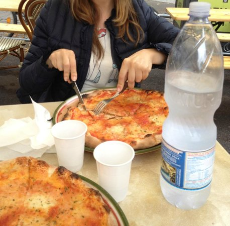 Pizzeria La Fiorita: Le nostre due margherite!