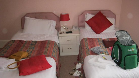Holliers Hotel: Dated furniture