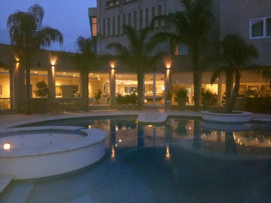 Quorum Córdoba Hotel: Pileta.
