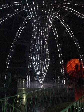 Atomium: Great light show.