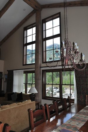 Teton Mountain Lodge & Spa - A Noble House Resort: Living Room w/view