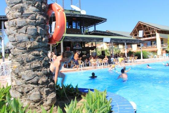 Aqua Fantasy Aquapark Hotel & SPA: Наш любимый бассейн. Вид на бар.
