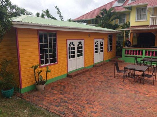 Coco Palm Resort: Deuxième partie du complexe  (avec son patio)