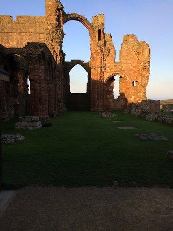 Lindisfarne Priory: Ruins at sunset