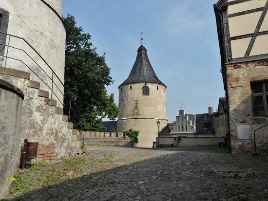 Altenburg, Deutschland: Zicht op het binnenplein met de toren .