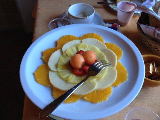 Hotel Vecchio Asilo: Fresh fruit, artistically presented