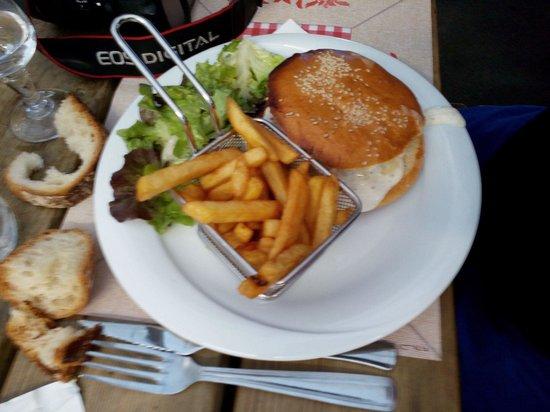Auberge Le Petit Mas: Burger auvergnat !!!