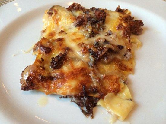 Trattoria da Santoni: Lasagne radicchio würstel.