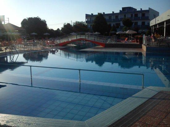 Evi Hotel Rhodes: hlavní bazen