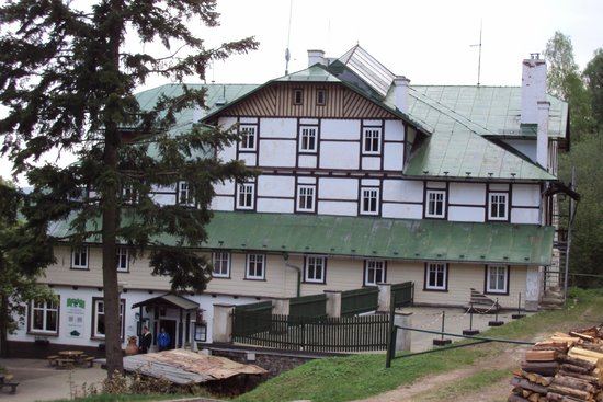 Hotel Pod Zvicinou: Voorkant van het hotel