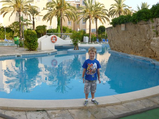 Plazamar Serenity Resort: early morning in the by the pool