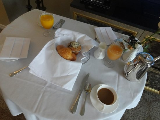 The Scarlet Huntington: light breakfast in room