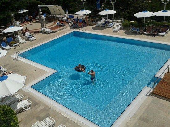 Bluesun Hotel Borak : Big pool.