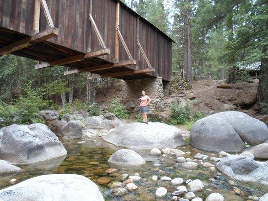 Big Trees Lodge: Historic Village Bridge