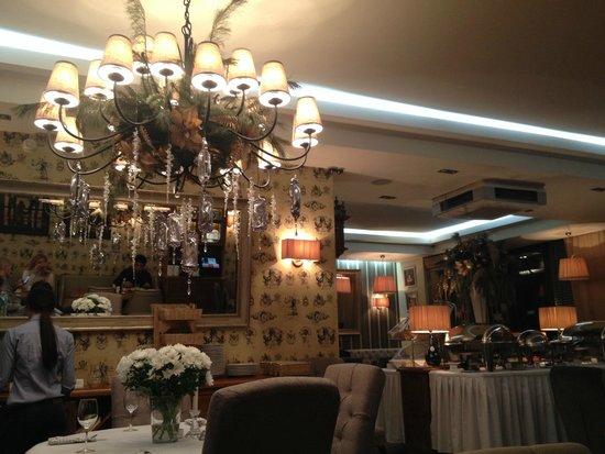 Arbat House Hotel: breakfast area