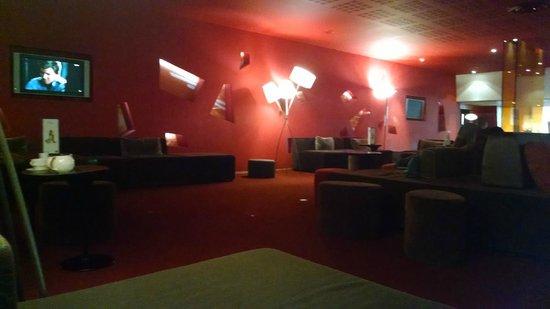 Novotel Paris Est: Sala do bar