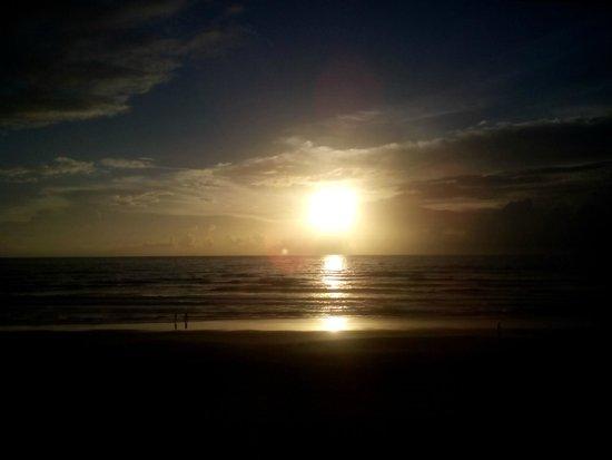 Hawaiian Inn: spactacular sunrise