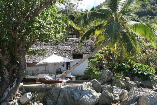 Remo e Berenice: Vista di un bungalow fronte mare