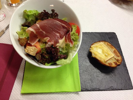 La Taverne de l'Arc : Salade savoyard
