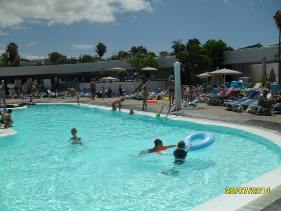 Lanzasur Club: One of the larger pools.