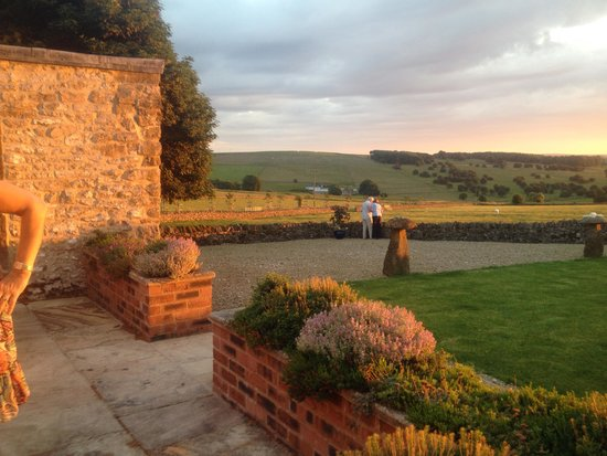 Uppermoor Farmhouse and Holiday Cottages: Sunset from the terrace