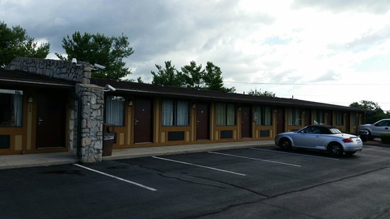 Knights Inn Martinsburg: Not much to look at, but fit the bill