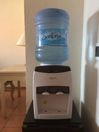Sandos Finisterra Los Cabos: In room water....wasn't chilled