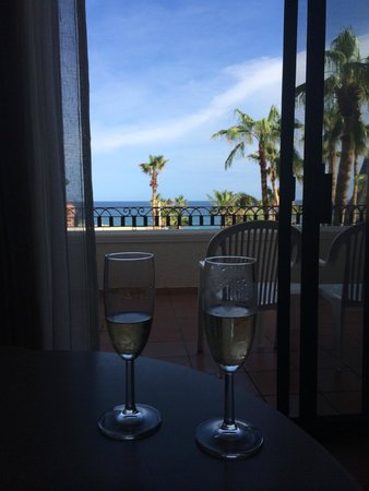 Sandos Finisterra Los Cabos: Welcome champagne