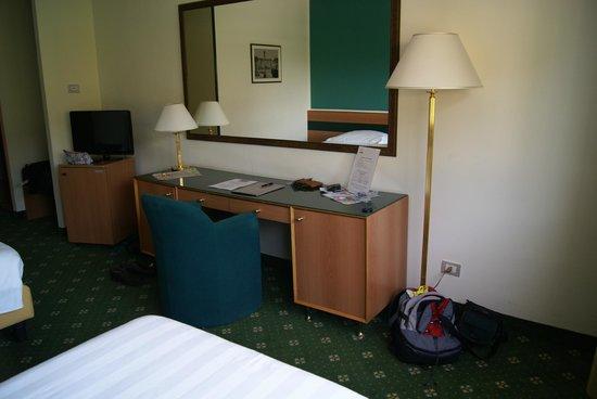 Oly Hotel: Desk