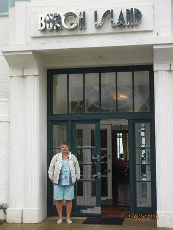 Burgh Island Hotel: Main entrance, all Art Deco