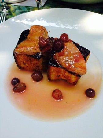 Le Lapin Sauté: Warm foie gras with bread and maple syrup