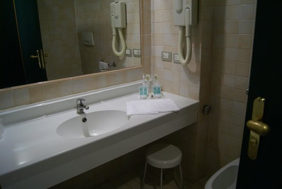 Oly Hotel : Bathroom
