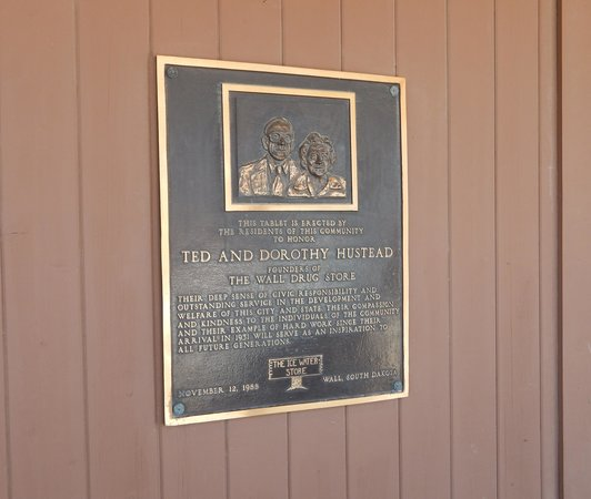 Wall Drug : PLAQUE ON BUILDING