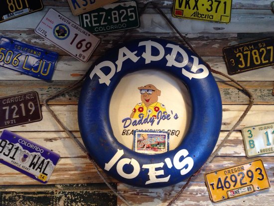 Daddy Joe's Beach House Bbq & Grill: Inside the front entrance, love the atmosphere