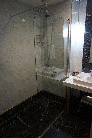Hotel Beyaz Saray : View of the shower