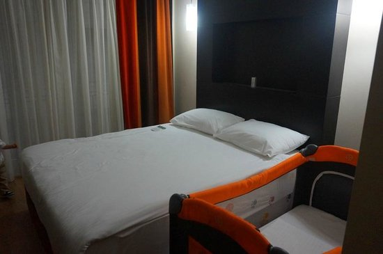 Hotel Beyaz Saray : The baby-crib that we requested was not assembled properly when we entered the room