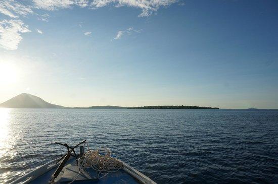 Froggies Divers Bunaken : A sinistra ManadoTua e a destra l'isola di Bunaken
