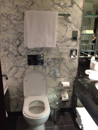The Marylebone: Bathroom'