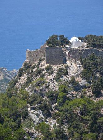 Monolithos Castle: le Rocher depuis la route