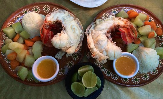 Fernando Jr´s Lobster House: Believe It or Not, This is One Tail Shared By Two